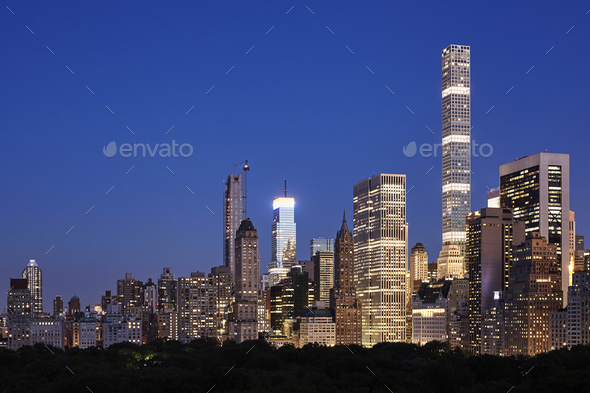Manhattan skyline at dusk, New York City. - Stock Photo - Images