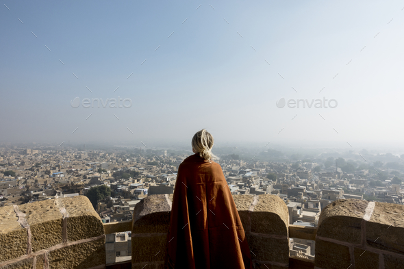 Western woman exploring Jaisalmer Fort, Rajasthan, India - Stock Photo - Images