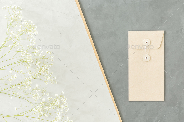 A minimalist geometrical arrangement with small white flowers an - Stock Photo - Images