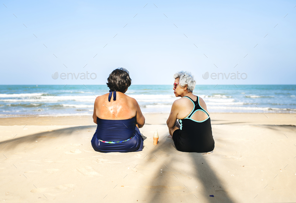 Senior friends chilling on the beach - Stock Photo - Images