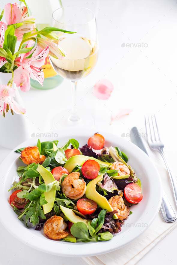 Fresh salad plate with shrimp, avocado, tomato and mixed greens - Stock Photo - Images