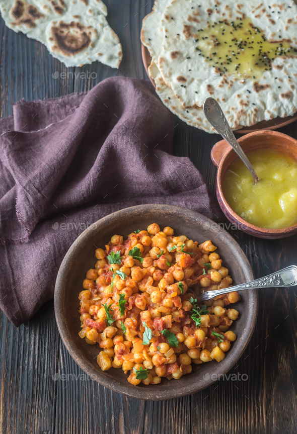 Bowl of chana masala with flatbread - Stock Photo - Images