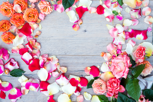 rose flowers heart shape frame on wooden background. Flat lay, top view. Valentine's background. - Stock Photo - Images