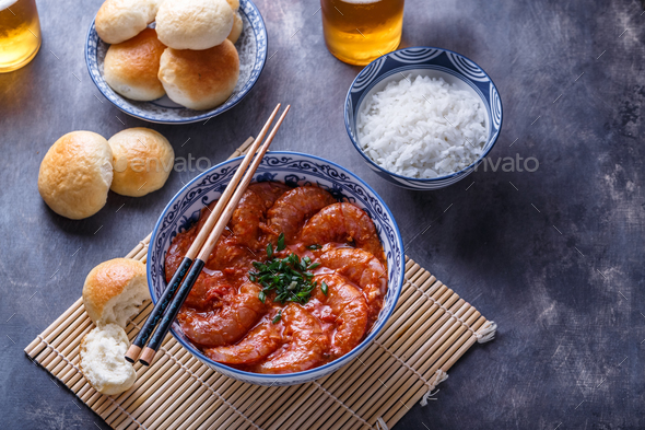 Bowl of asian spicy asian shrimps with beer - Stock Photo - Images