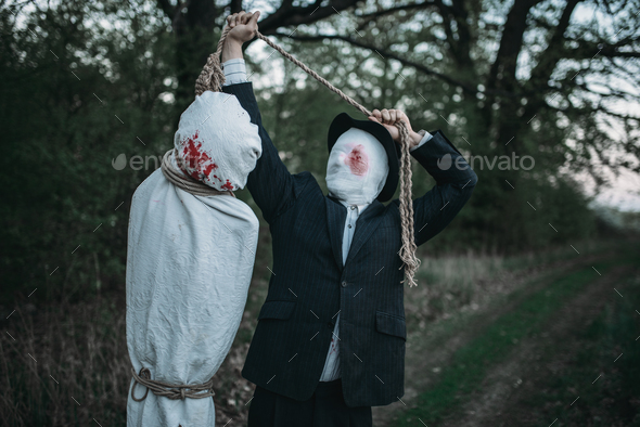 Serial maniac hangs the victim's body on a tree - Stock Photo - Images