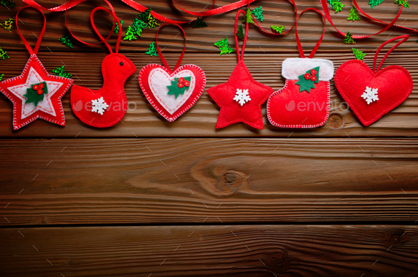 Handmade rustic red felt Christmas tree decorations flat lying o - Stock Photo - Images