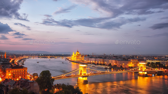 Budapest city night scene. View at Chain bridge, river Danube an - Stock Photo - Images