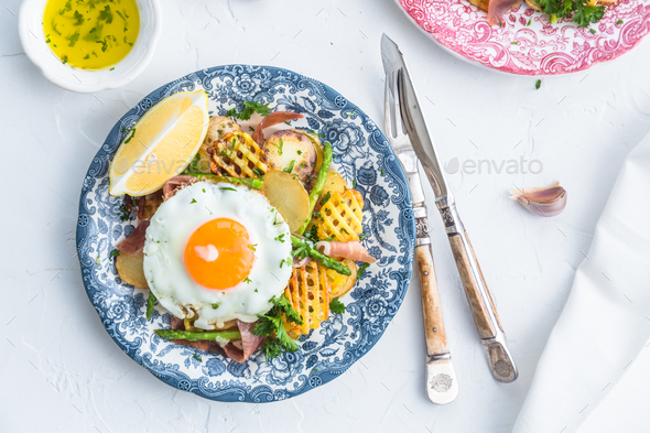 Huevos rotos, eggs, potatoes and serrano ham. - Stock Photo - Images
