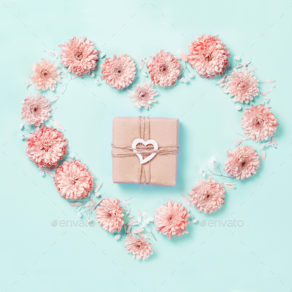 Heart symbol made of pink flower with gift box - Stock Photo - Images