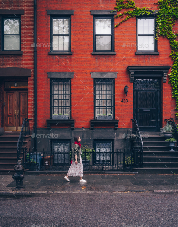 Young girl walking in New York - Stock Photo - Images