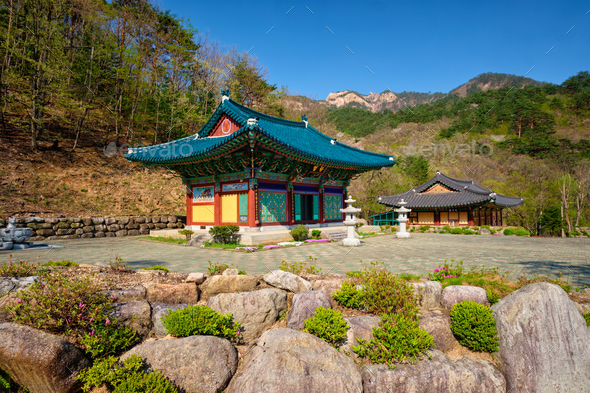 Sinheungsa temple in Seoraksan National Park, Soraksan, South Korea - Stock Photo - Images
