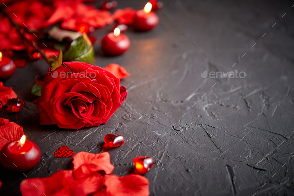 Red rose, petals, candles, dating accessories, boxed gifts, hearts, sequins