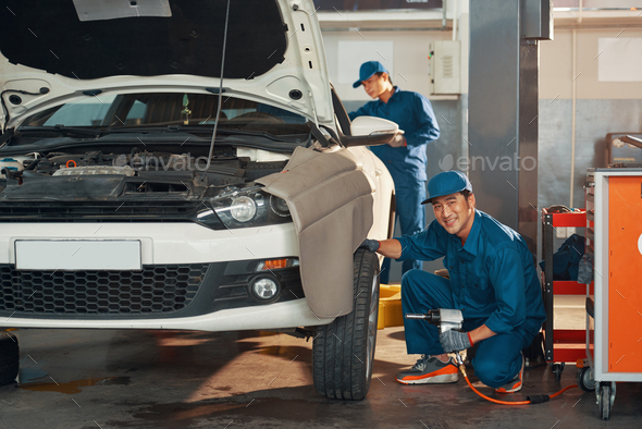 Mechanis changing wheels - Stock Photo - Images
