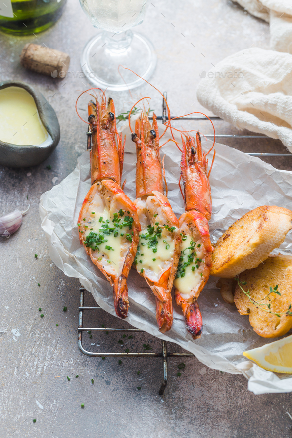 Huge grilled prawns with garlicy bread and sauce - Stock Photo - Images