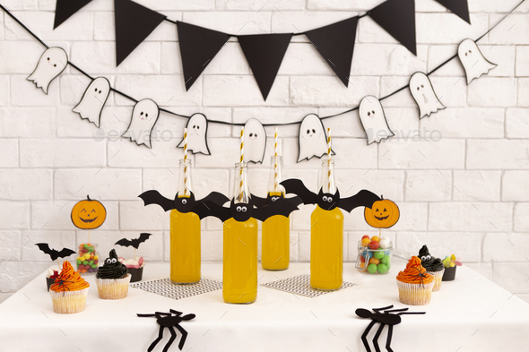 Children party with healthy drinks and tasty cupcakes - Stock Photo - Images