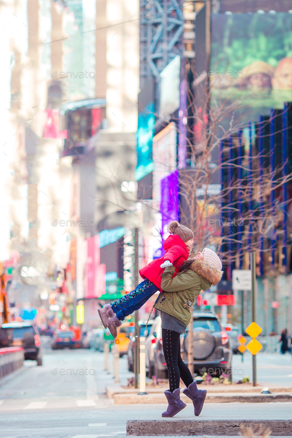 Happy mother and little girl on Manhattan, New York City, New York, USA - Stock Photo - Images