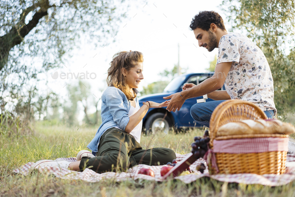 Couple doing a romantic picnic in Tuscany countryside - Stock Photo - Images