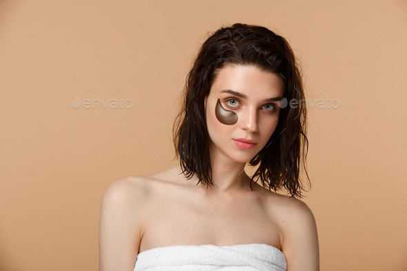 Woman applying under eye moisturising patches - Stock Photo - Images