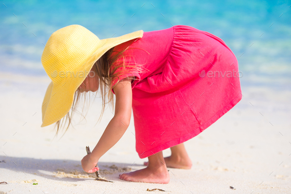 Adorable little girl in hat at beach during summer vacation - Stock Photo - Images