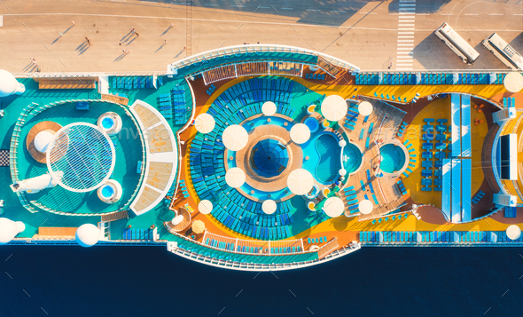 Aerial view of swimming pool, sunbeds, umbrellas on cruise ship - Stock Photo - Images