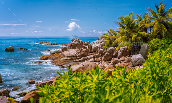 La Digue, Seychelles. Tropical exotic paradise like beach with granite boulders and coconut palm - Stock Photo - Images