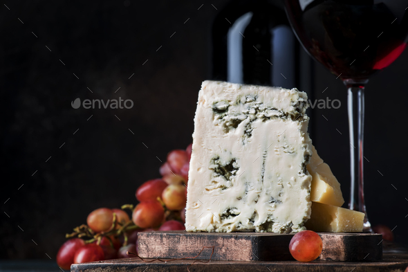 Port wine and blue cheese - Stock Photo - Images