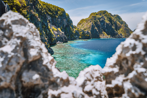 El Nido, Palawan, Philippines. Matinloc island and tapiutan strait framed by limestone sharp rocks - Stock Photo - Images