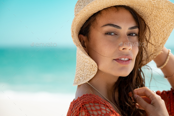Fashion woman wearing straw hat at sea - Stock Photo - Images