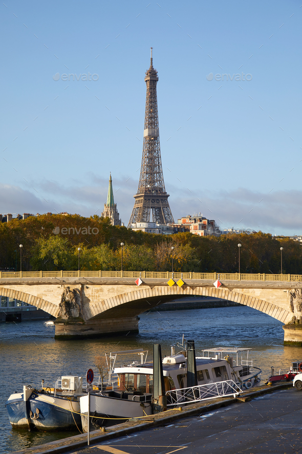 Eiffel tower, bridge and Seine river with boats in a sunny autumn day in Paris, France - Stock Photo - Images