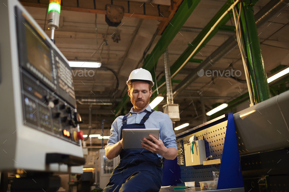 Operator using tablet pc in the plant