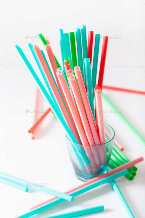 Single use plastic drinking straws - Stock Photo - Images
