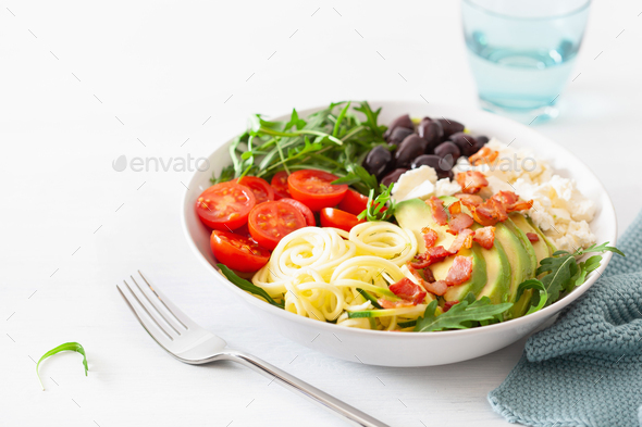 ketogenic lunch bowl: spiralized courgette with avocado, tomato, feta cheese, olives, bacon - Stock Photo - Images