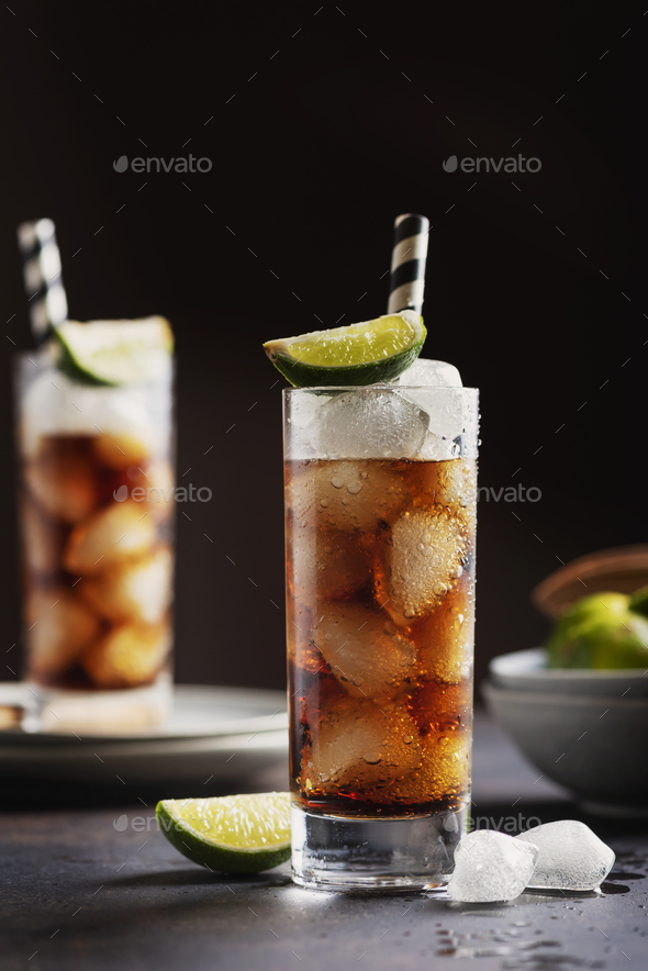 Alcoholic cocktail cuba libre - Stock Photo - Images