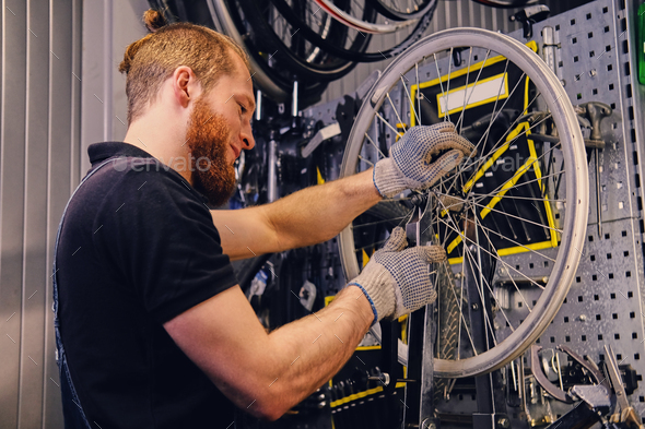 Mechanic removing bicycle rear cassette in a workshop. - Stock Photo - Images