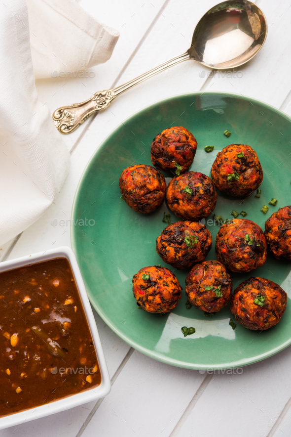Gobi Manchurian dry or with gravy - Stock Photo - Images