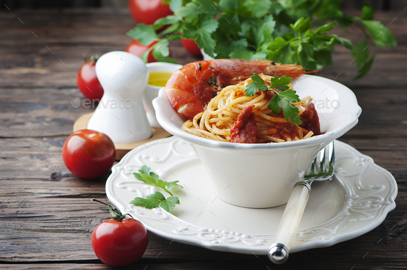 Italian spaghetti with prawns and parsley - Stock Photo - Images