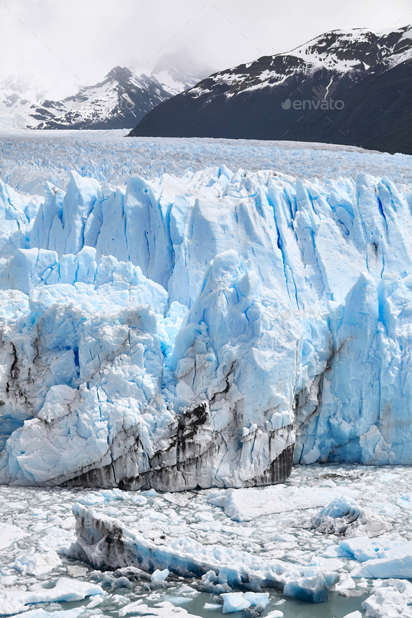 Ice calving from the terminus of the Perito Moreno Glacier in Patagonia, Argentina. - Stock Photo - Images