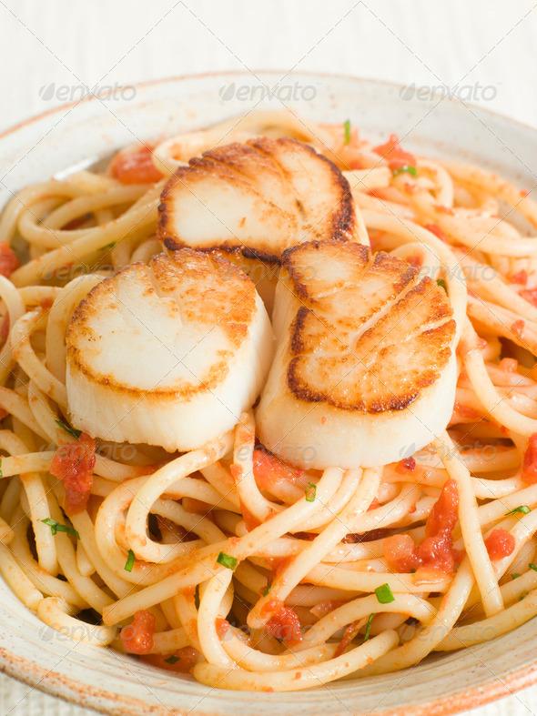 Seared Scallops with Chilli and Tomato Spaghetti - Stock Photo - Images