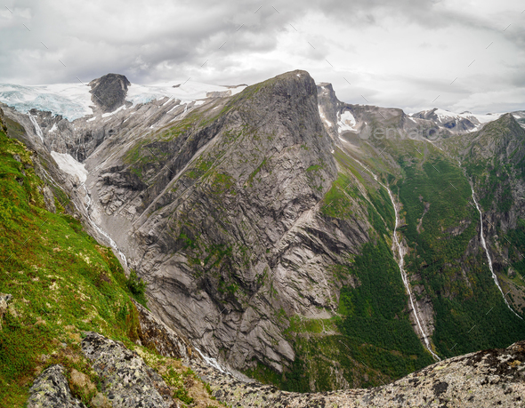 Views of peaks and waterfalls fromKattanakken, Jostedalsbreen National Park, Norway. - Stock Photo - Images