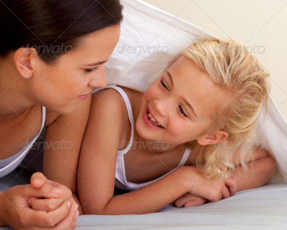 видео красивая сестра ублажила отца