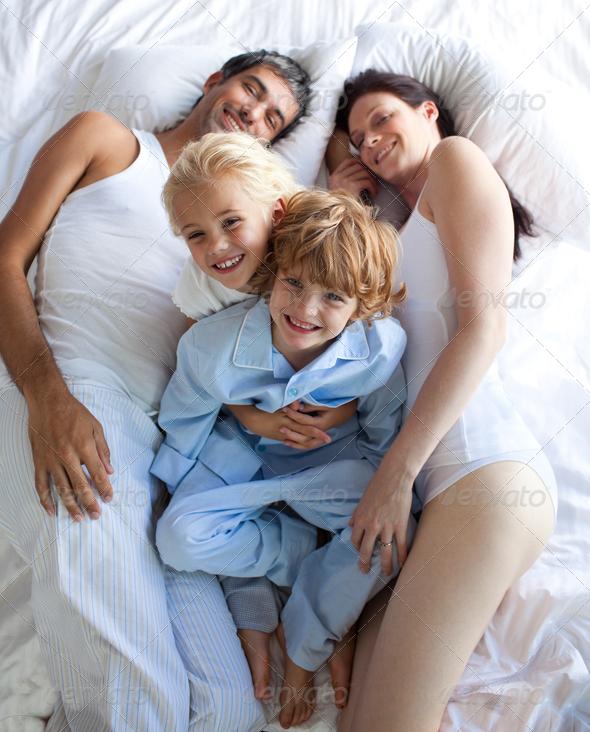 сын в спальне родителей видео