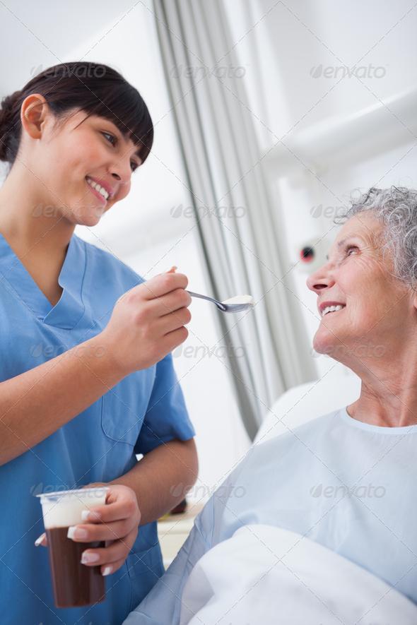 медсестра с тремя пациентами фото