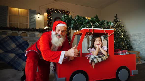 ce716c0eb2c8 Funny Father Christmas Doing Thumbs Up Near Gladden Little Princess ...